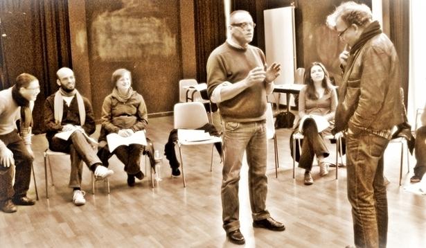 Didier Doumergue (acteur, metteur en scène et enseignant-chercheur à l'Université de Lorraine) entouré des acteurs du Studiolo. (c) Sabine Chaouche