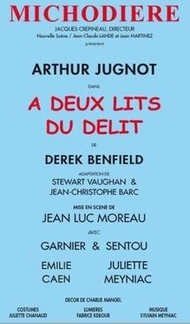 """Théâtre de la Michodière. """"A Deux Lits du délit"""". Mise en scène : Jean-Luc Moreau. Avec Arthur Jugnot. Par Sabine Chaouche."""