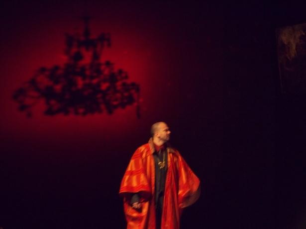 """Rédal Brissel interprétant Syroes, """"Cosroès"""", 2012 (c) Le Studiolo"""