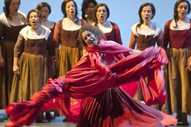 La Muette de Portici (Fenella -Elena Borgogni) DR E. Carecchio (c) Opéra Comique