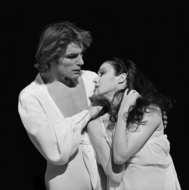 Noëlla Pontois et Mikhail Baryshnikov dans le premier acte de Giselle ©Michel Lidvac